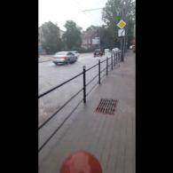 У Тернополі дощик утворив аномальне виверження гейзеру
