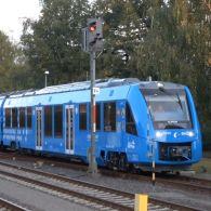 У Німеччині почав курсувати перший в світі потяг на воді