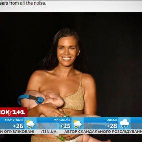 Американская модель покормила свою дочь грудью прямо на подиуме