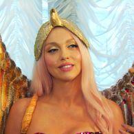 Оля Полякова с золотыми крыльями заявила, что подняла свой гонорар до 20 тысяч евро