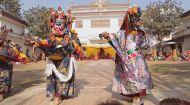 Світ навиворіт 8 сезон 13 випуск. Непал. Кремація чиновника, храм Камасутри, король Мустанга та Тибетський Новий рік