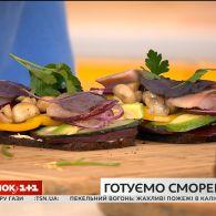 Єгор Гордєєв приготував данський відкритий сендвіч - сморреброд