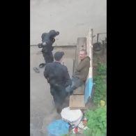 Поліція в Сумах знущається над чоловіком