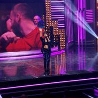 Камера поцелуев под песню Гайтаны на концерте Вечернего квартала. Вечерний квартал