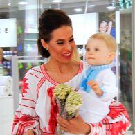 Будущие родители собираются на открытии бутика детской одежды «Livly»