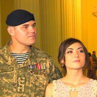 История фронтовой любви: военный и журналистка вышли на паркет вместе