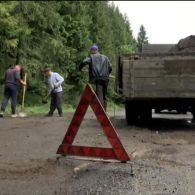 Мужчины самостоятельно ремонтировали самую плохую карпатскую дорогу