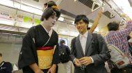 Дмитро Комаров зачарував образом гейші японців у метро