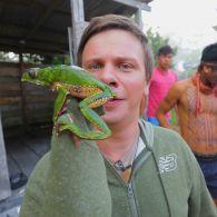 Світ навиворіт 10 сезон 4 випуск. Бразилія. Отруйна жаба і традиції плем'я Шанінауа