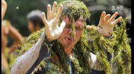 Як плем'я Яномамі навчило Дмитра Комарова рибалити в річці в джунглях