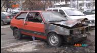 На Троєщині невідомі підпалили автомобіль, у якому жили люди
