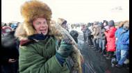 Как проходит открытие фестиваля в честь первой рыбалки во Внутренней Монголии