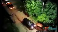 В Харькове мужчина показал, как правильно выезжать из запаркованного двора