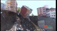 У Стамбулі з пагорба обвалився житловий будинок
