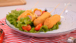 Юний кулінар Севаст'ян Фаге приготував хрусткі корн-доги із сосиками – Правила сніданку. Діти