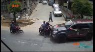 У Непалі позашляховик на шаленій швидкості зніс три мопеди