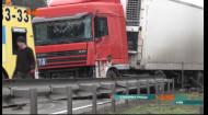 Відбійник на таран — вантажівка знищила десятки метрів огорожі