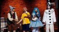 Сучасний театр: під час вистави актори рекламують побутові товари