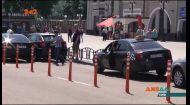 Делініатори на столичному залізничному вокзалі не зупинили хаотичне паркування