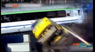 Водій проскочив усі шлагбауми, але від потягу не втік