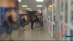 У Києві підхмелений чоловік у спідньому заїхав у супермаркет верхи на коні