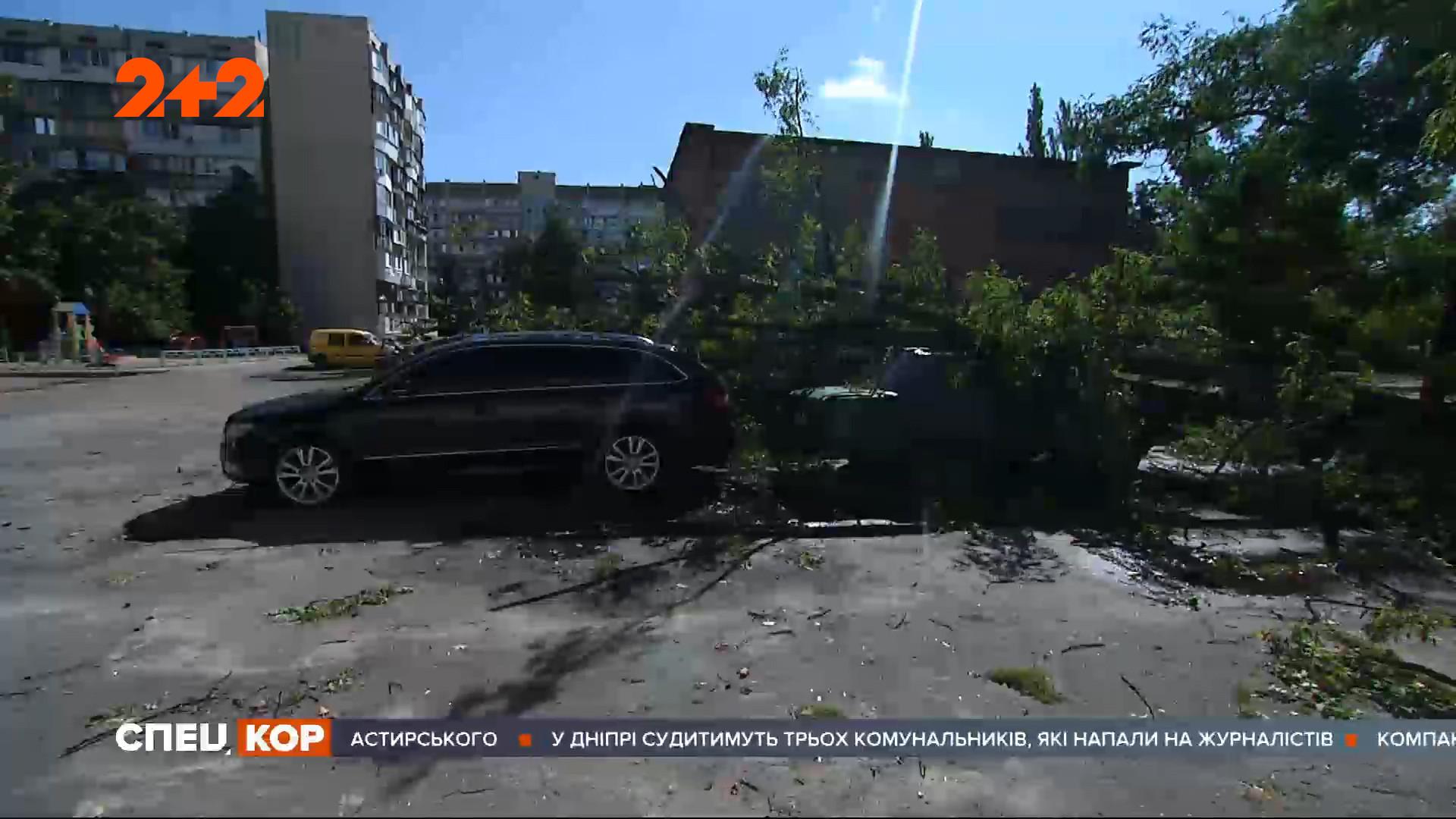 У Києві вже другу добу триває буревій