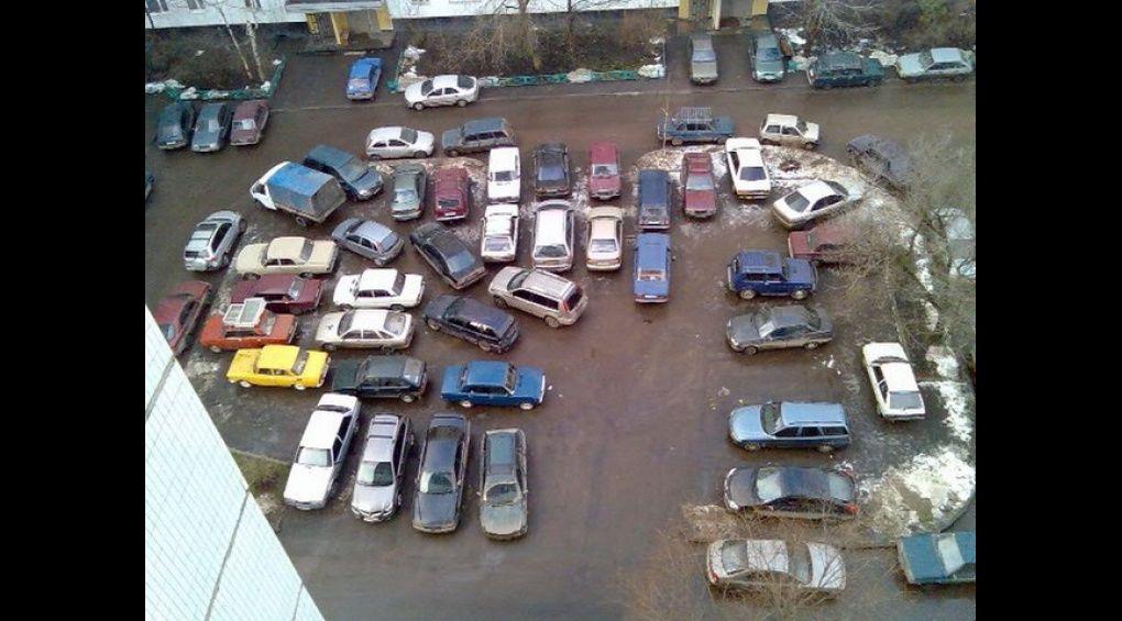 Парковки навіть біля новобудов не можуть прийняти всіх охочих
