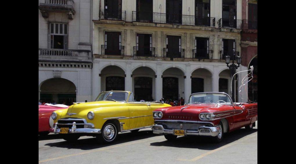 Вулицями Гавани проїхався парад ретроавтомобілів