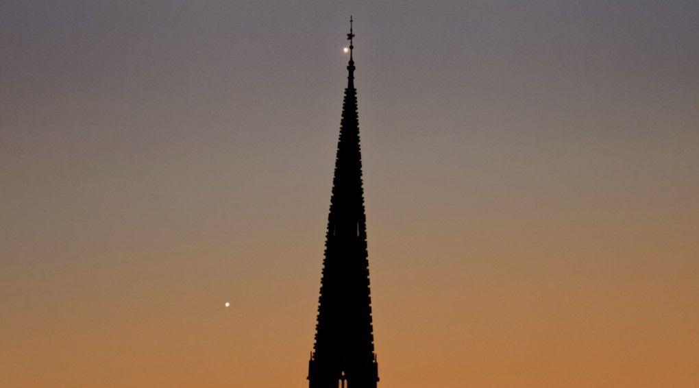 Поцілунок Венери і Юпітера. ФОТО