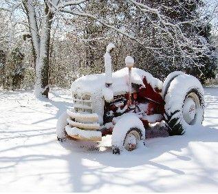 Нетверезий чоловік викрав трактор, аби розчистити вулиці села