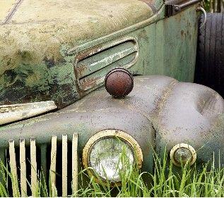 Іржаві автівки у дворах можуть нести смертельну загрозу