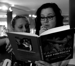 Пенсіонер з Києва має ексклюзивну еротичну бібліотеку