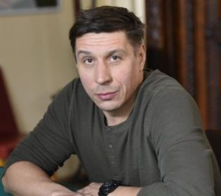 Олександр Пожарський вчився боксувати заради ролі