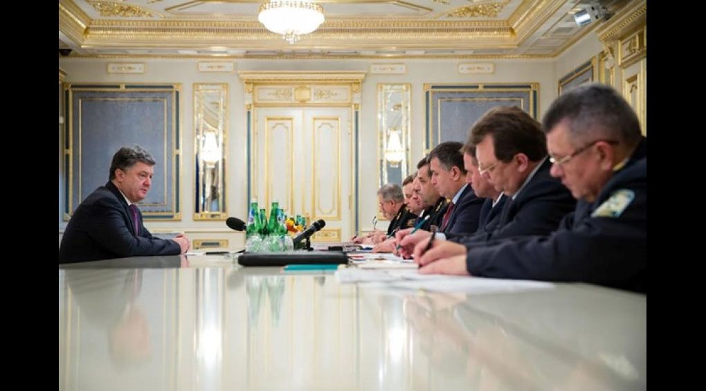 Порошенко провів нараду з силовиками щодо розроблення нової стратегії бойових дій у АТО