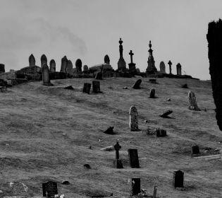 """У Воскресенську розгорівся """"цвинтарний"""" скандал"""