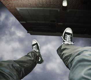 На Тернопільщині хлопець вистрибнув з 5 поверху, щоб не йти до армії
