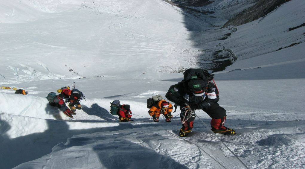 Найвище сміттєзвалище у світі: на що перетворився Еверест