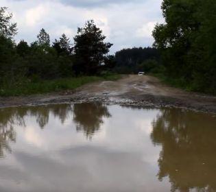 На Львівщині школярі зняли кліп про погані дороги