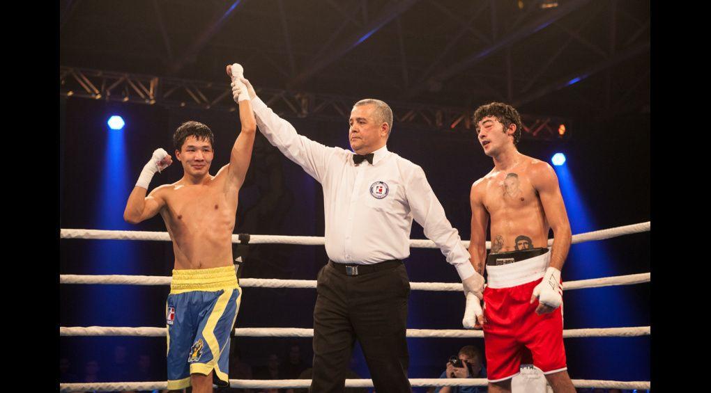 Азат Усеналієв – найкращий боксер світу у січні!