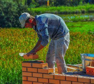 На Прикарпатті люди самі будують школу