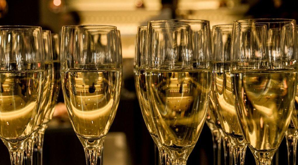Французи створили шампанське, яке можна пити у космосі