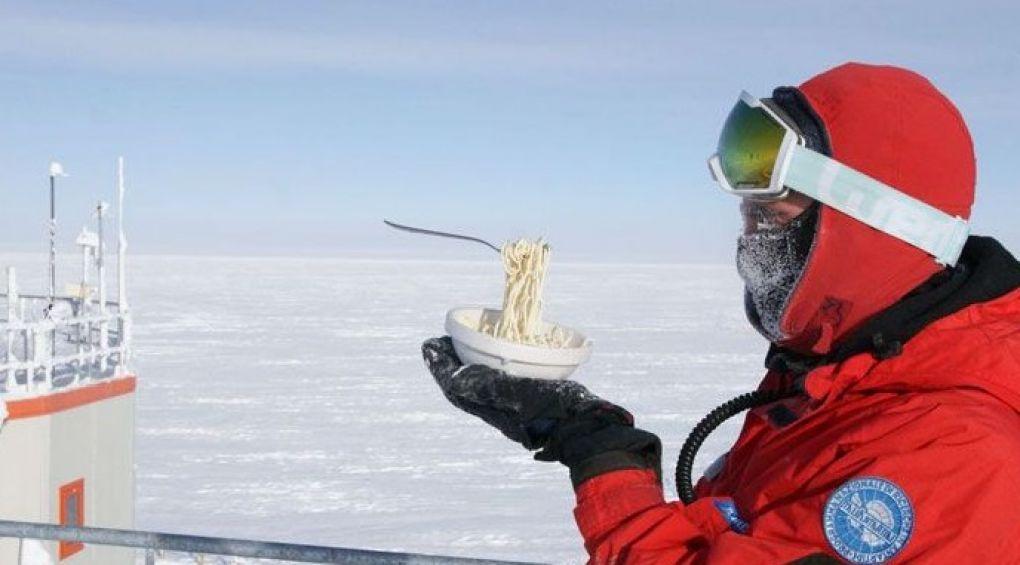 Ученый показал, что будет, если попробовать приготовить еду в Антарктиде