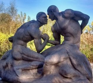 На Житомирщині поставили скульптуру братам Кличкам