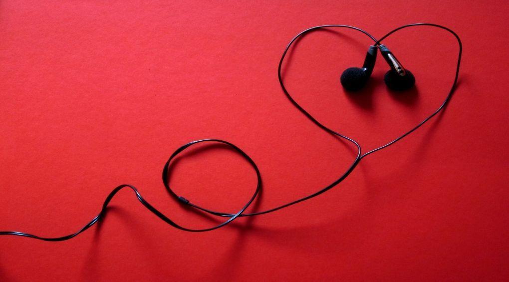 Як впливають на здоров'я навушники-затички?