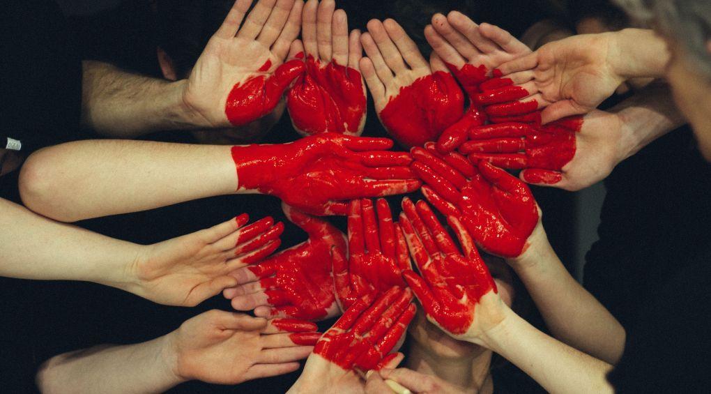 Британський художник створить інсталяцію з крові 5 тисяч осіб