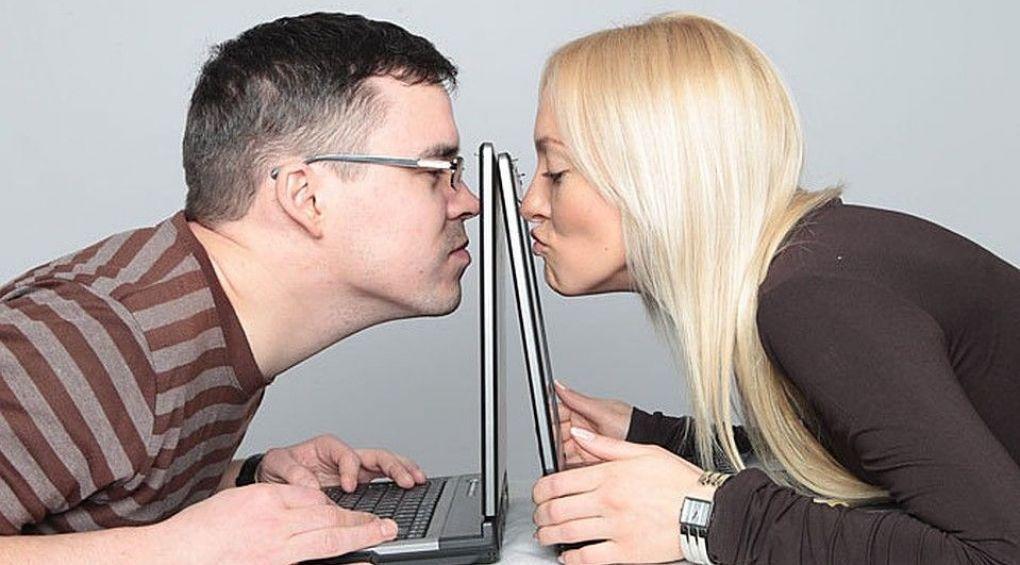 Сайт знайомств: як спілкуватись, щоб знайти пару