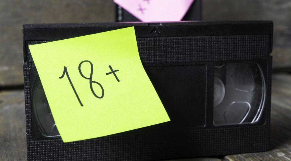 Порно в торговом центре: в Днепре автомат для печати фото показывал фильмы для взрослых