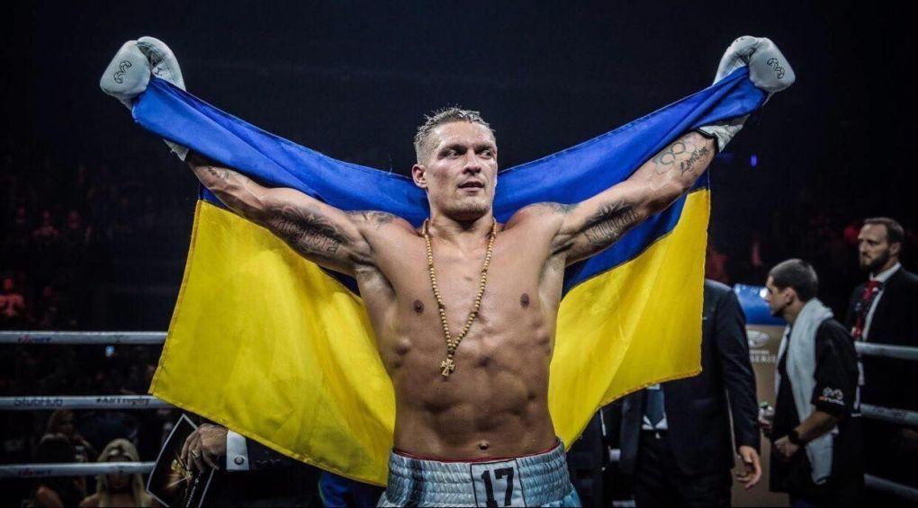 Украинец Александр Усик нокаутом победил Тони Белью