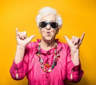 Бари та дискотеки: як живуть лондонські пенсіонери