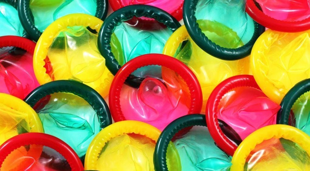 Від кишок тварин до надтонкої резини: як винайшли презервативи